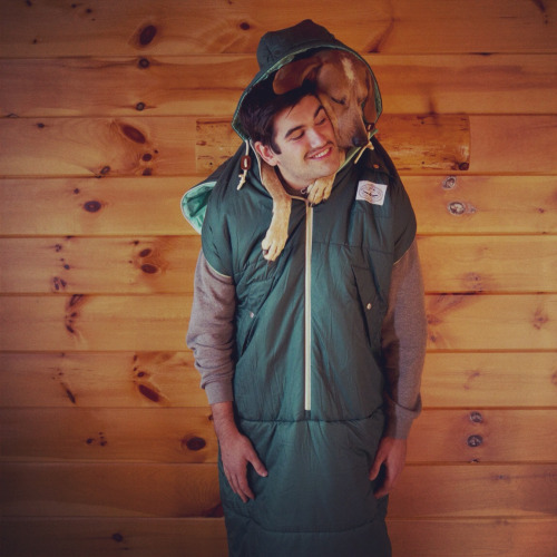 maddieonthings:  @PolerStuff's NapSack! Plenty of room for a hunk and a Coonhound
