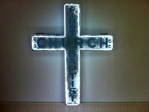 Dan Flavin Art institute / Bridgehampton A neon cross on permanent view at the Dan Flavin Art Institute on Corwith Avenue, Bridgehampton, New York. Photo Bill Powers via Purple Diary