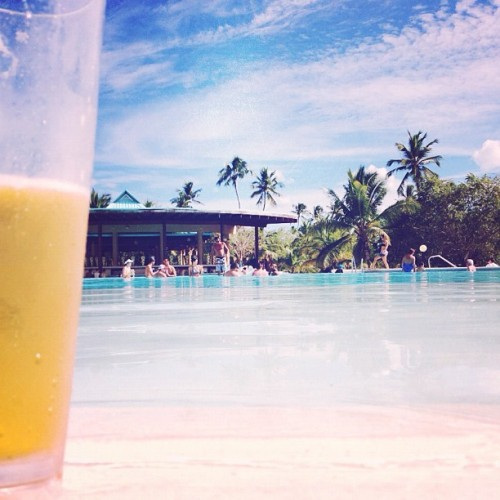 como un presidente🍺🌞🌴 #republicadominicana #puertorico #instagram #iphonegraphy #igpuertorico #vacation #travel #wedding #bodaalemanpujols #fun #laromana #dreamshotel #santodomingo #beach #palm #sun #ocean #paradise #sand #water #pool #beer (at Dreams La Romana Resort & Spa)