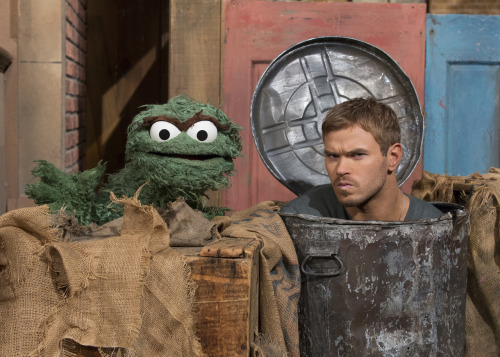 sesamestreet:  Twilight's Kellan Lutz stopped by Sesame Street this week and got a little grouchy with Oscar.  Look for Kellan's episode of Sesame Street to air in 2013!   As if I needed more reasons to love him…