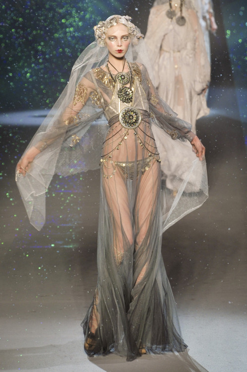 game-of-style:  Daenerys Targaryen - John Galliano fall 2009