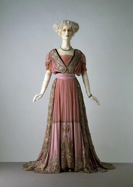 Woman's evening dress, English, circa 1908. V&A. Accession Number: T.193&A-1970