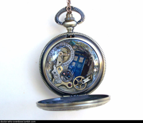 doctor-who-overdose:  Whovian men, would you want this as a gift? Whovian women, is it weird to get a guy a pocketwatch?Click for the best DoctorWho tumblr ever.