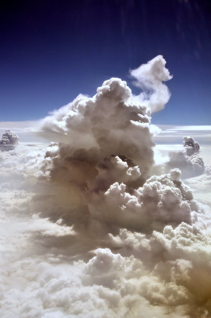 d-openess:  Thunderstorm from the plane | Signalkuppe
