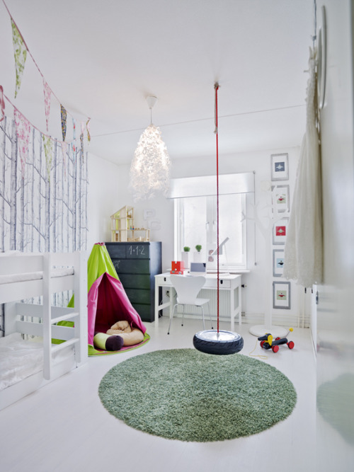 myidealhome:  happy kids room (via Skonahem)