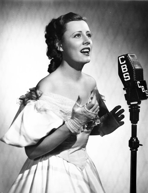 mariedeflor:  Irene Dunne photographed May 7, 1936 for the Lux Radio Theater production of Noel Coward's Bittersweet