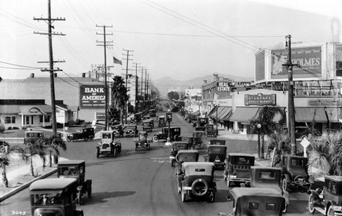 Circa 1924 view of the intersection of Wilshire Blvd. and Western Ave., looking north up Western. The traffic signal device in the middle of the intersection is a remnant of a failed experiment to introduce traffic circles in L.A.'s busiest intersections.  Part of the Title Insurance and Trust / C.C. Pierce Photography Collection in the USC Digital Library.
