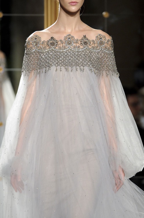 girlannachronism:  Marchesa spring 2012 ready-to-wear details