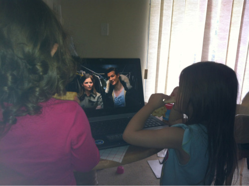 How cute, the kids think Matt and Jenna are talking to them!