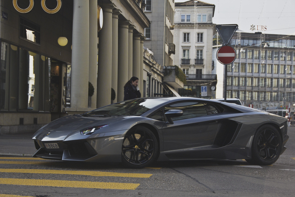 automotivated:  gun metal Aventador (by Daviel Stosca)