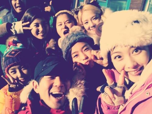 [JIYOUNG] 121117 invincible youth's last episode is playing right now ~ | trans