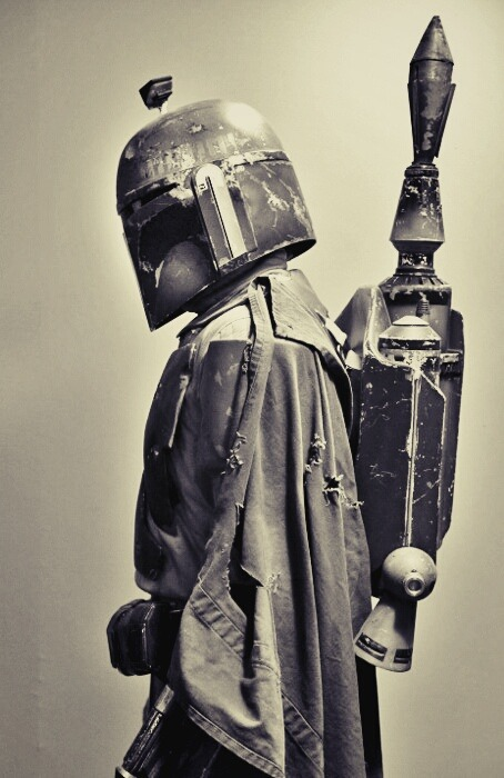 nachomendezt:  Boba Fett's profile.  This is a sick photo