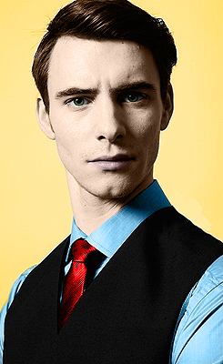 Harry Lloyd (Viserys Targaryen) Tumblr_mdn7awoE4x1rxc9fuo1_250