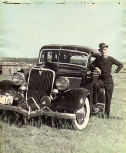 fashion1930s:  #1930sfashion A gentleman posing by his car circa 1939. americabymotorcycle:  Dad's Car in 1939 by gtotiger68 on Flickr.