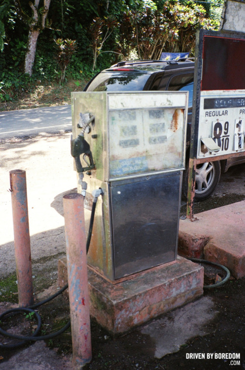 drivenbyboredom:  This is a working gas pump. Puerto Rico rules.  There's one not much better in the UK in Herefordshire