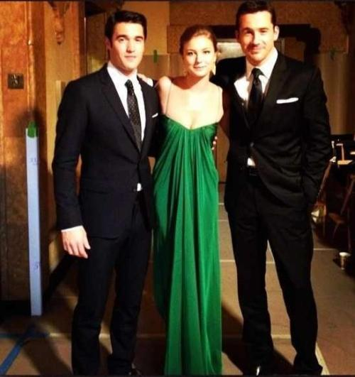 @mitzyann @elizacuevas she's so lucky! yosoymary:  Josh, Emily and Barry on set of Revenge. Sabotage (S02E11)