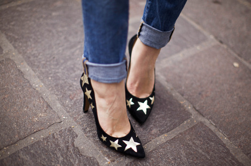 what-do-i-wear:  Pumps: KOOKAI (image: leblogdebetty)  x\