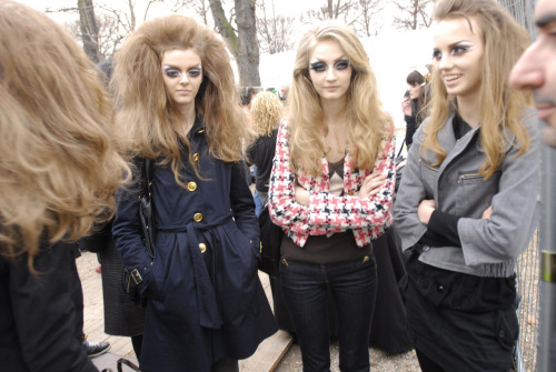 Diorettes! Backstage pic from DIOR par JOHN GALLIANO Fall/Winter 2008/2009. D.R.