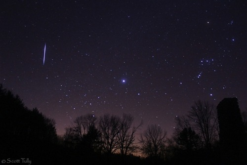 Amazing Leonid meteor shower photos captured by stargazers (Photo: Scott Tully) The Leonid meteor shower peaked early Saturday, and some night sky watchers caught a great view. Read the complete story.