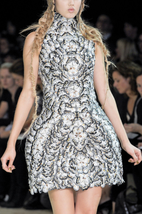 girlannachronism:  Alexander McQueen spring 2011 ready-to-wear details