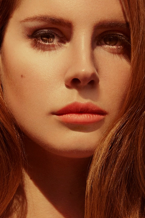 Hello I am Lana del Rey and I'm gonna make you sit down and cry because I'm so gorgeous.