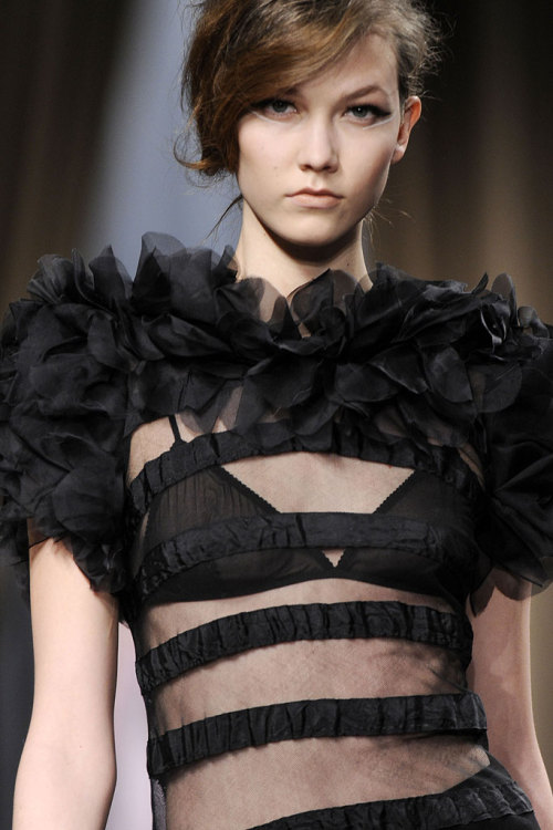 Fall 2010 Ready-to-Wear - Giambattista Valli - Runway