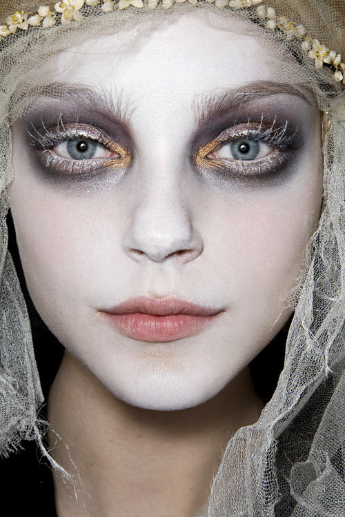 Jessica Stam backstage at John Galliano, Fall 2009