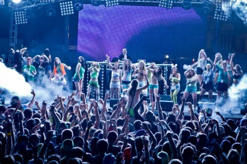 drugsandweed:  On stage at Diplo, front and center!