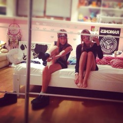 #me #bed #room #sister #hello #chillin