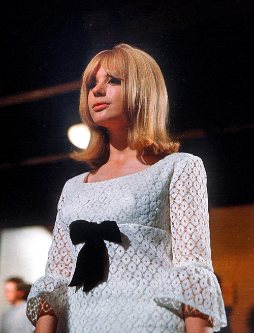 faithfullforever:  Marianne Faithfull, 1964 (by David Magnus)