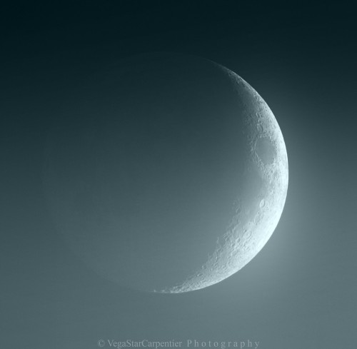 cometsmeteoroids:  Waxing Crescent Moon by VegaStar Carpentier