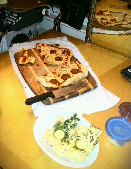 reblogged from learningvegan:   Vegan pizza pre-party before going to see Sleepwalk With Me last night. :-D