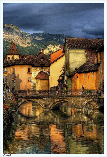 Crepuscle a Annecy by Gilet (Toni Selva) on Flickr.