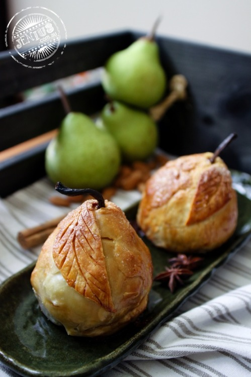 squaremeal:  (via the menu / Baked pear dumplings)