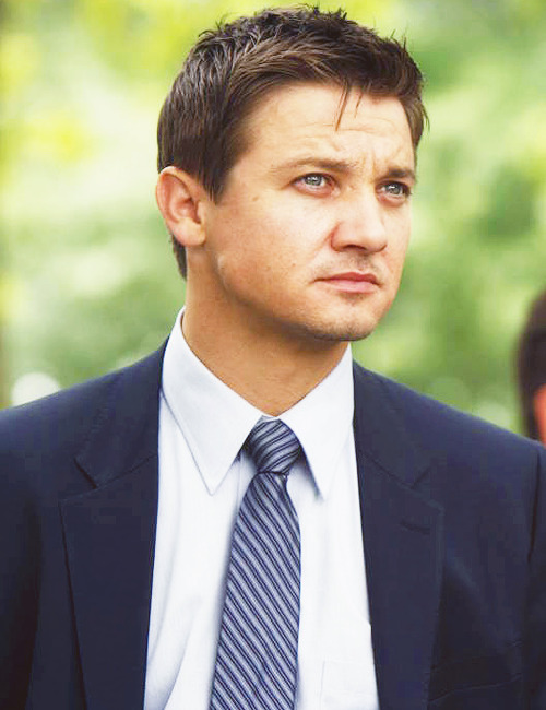 127/100+ photos of this asshole called Jeremy Renner