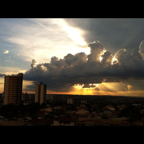 No filter. Fim de tarde em #goiania #instagram #statigram #iphone #iphone4 #Iphonegraphy #instadaily #instagood #igotheday #photooftheday #clubsocial #instatalent #popularphoto #igers #family #brasil #flickr #instagood #igersbrasil #allshots #webstagram #iphoneonly #iphonesia #instagramhub #instamania #popular