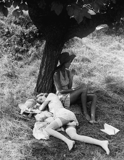 "colour-scientist:     ""Summerheat"" Saint-Tropez, 1972, by David Hamilton"