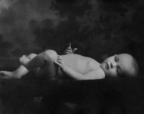 perfectlymarilynmonroe:  Baby Marilyn photographed in 1926.