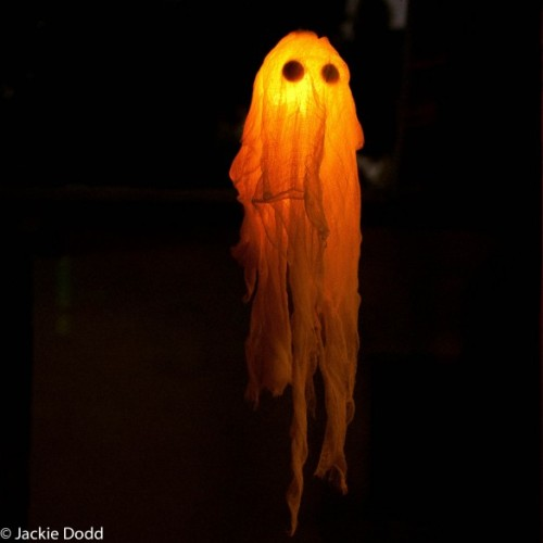 halloweendom:  DIY Glow In The Dark Halloween Ghost Craft | Domestic Fits