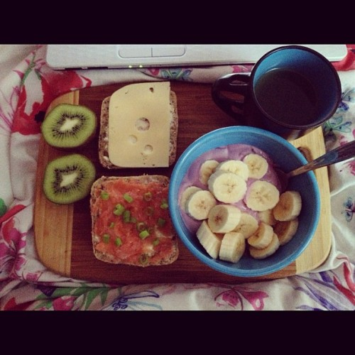 #breakfast #good #morning #banana #tea #cheese #yogurt #kiwi #healthy #yummy #befor #school #hi #like #instagood #instamood