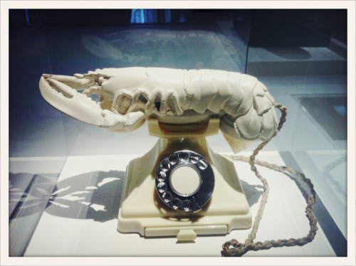 Le Téléphone aphrodisiaque de Dalí, 1938, présenté à l'exposition Dalí au Centre Pompidou. // Dalí's Lobster Telephone, 1938, on show at the Dalí exhibit at the Pompidou Centre from November 21.