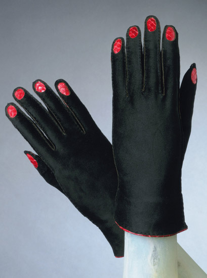 Elsa Schiaparelli // August 1936 // suede gloves in both black and white, with red snakeskin fingernails /Apocalypse Mjau