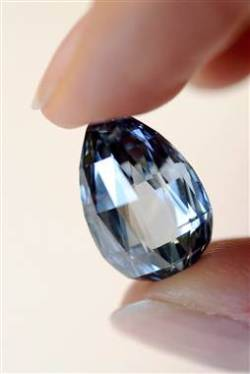 Blue diamond sets world record, sells for almost $11 million By Stephanie Nebehay , Reuters, today.com A flaw­less deep-blue dia­mond sold at auc­tion on Wednes­day night for 10.27 mil­lion Swiss francs ($10.86 mil­lion), a world record for a blue dia­mond per carat and more than twice its pre-sale esti­mate, Sothe­by's said.Lon­don lux­u­ry…