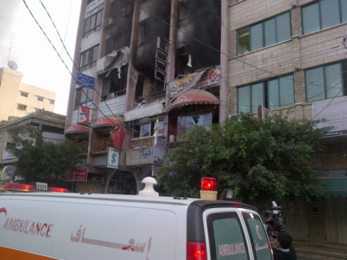 Airstrike hits media building in Gaza Update (with new link) at 10:19 am ET: Islamic Jihad group says a leading militant was killed in the airstrike. AP: Witnesses say an Israeli airstrike has hit a high-rise in downtown Gaza City where a number of local and foreign news organizations have offices.    Thick black smoke rose from the building Monday as ambulances rushed to the scene. Paramedics say one person was killed and several wounded. Photo: Media building in Gaza minutes after an explosion (Richard Engel, NBC News)