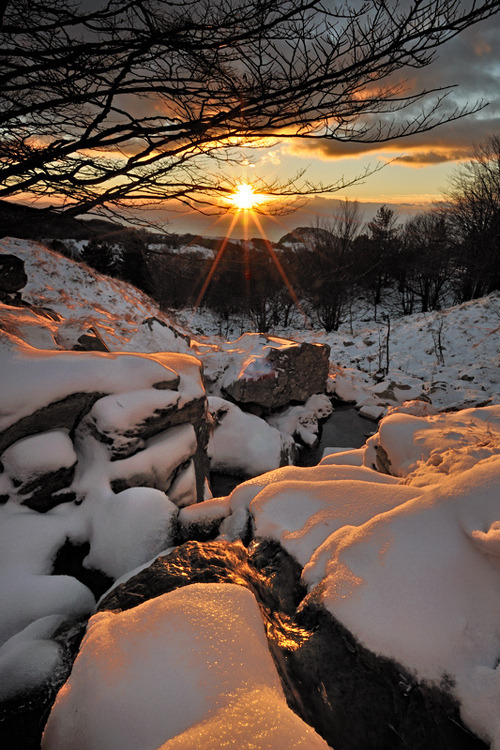 Snow Sunset, Liguria, Italy photo via juste