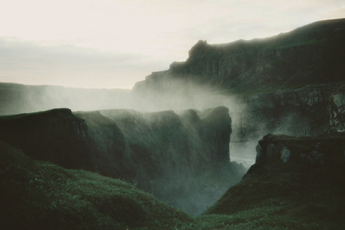 luna-nueva:  Waterfall by olliepalmer.com on Flickr.
