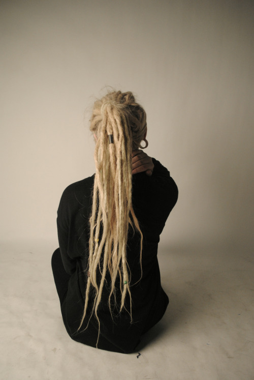 monnroe:  I want dreads so bad maaan
