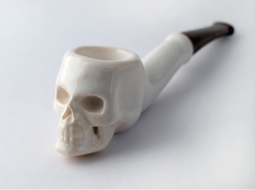 Not That We Condone Smoking, But This 3D Printed Ceramic Skull Pipe is HOT…          We have seen our 3D printed ceramics used for quite a few applications that take advantage of the heat resistance and food safe properties, but this is the first smoking hot design to use those same properties for smoking tobacco.  Pookas has also designed the Skull Tobacco Pipe with a Bronze Stainless Steel mouthpiece, a clever use of combined 3D printed materials.