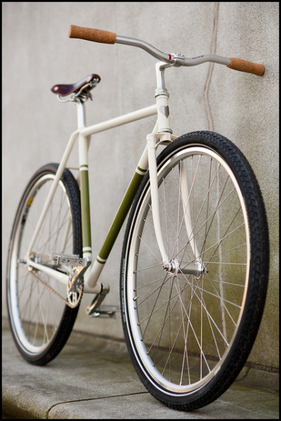 upskirt by fast boy on Flickr. Another great simplistic bicycle by Fast Boy Cycles.More pictures on Flickr…
