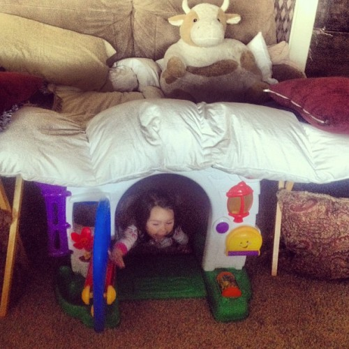 Her 1st fort! #imhavingmorefunthanher